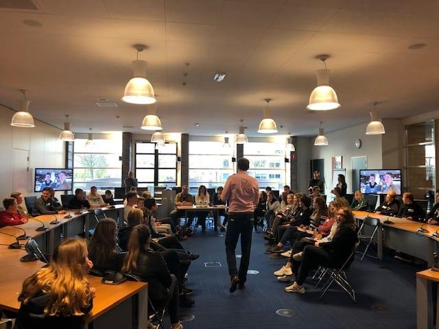 3m leerlingen JPT en Clusius College in debat over NIX18
